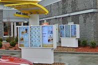 迅豹户外广告机,亮相美国纽约加油站