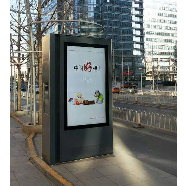 82寸户外液晶广告